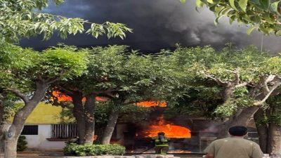Incendio en casa-habitación deja una persona lesionada en SJR