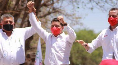 Se registra Toño Macías ante el IEEQ como candidato a la alcaldía de TX