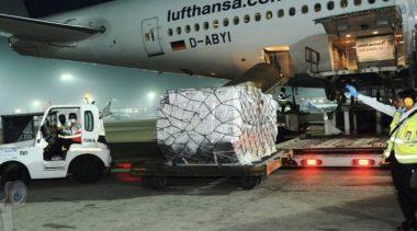 Recibe India primer cargamento de ayuda médica contra covid-19 del Reino Unido