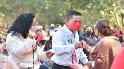 Compromete Gustavo Nieto mil 800 pesos a becarios sanjuanenses