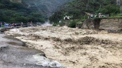 Se desborda río de las Grutas de Tolantongo