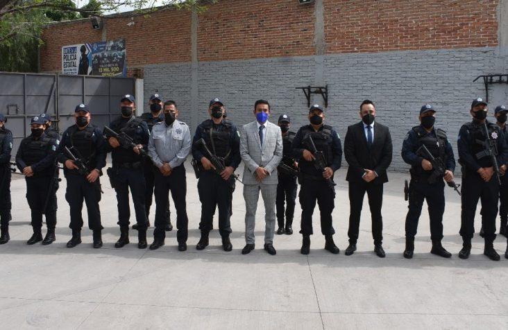 Entrega Amarildo Bárcenas equipamiento a policías en Escobedo