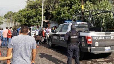 Apoyan servicios de emergencia y SEDENA a familias en La Rueda por inundaciones