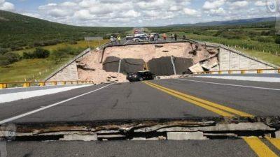 Colapsa puente Cerritos – Tula; reportan un muerto y 4 heridos
