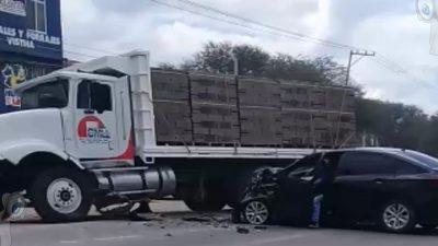 Protagoniza accidente vial camión de materiales para la construcción en Vistha