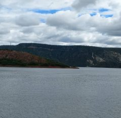 Alerta en cuatro estados por desfogue de presa Zimapán