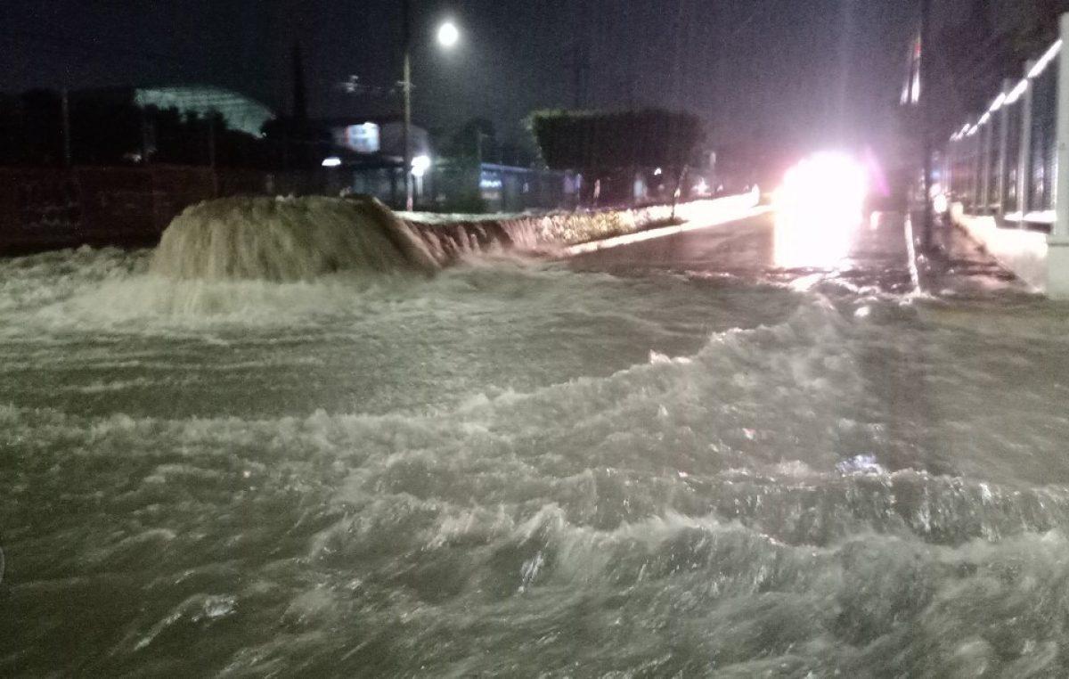 Evacúan zonas aledañas al Río San Juan, transporte público apoya la ciudadanía