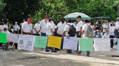 Sindicalizados del SUTIEBO bloquean la carretera Tuxtepec Oaxaca