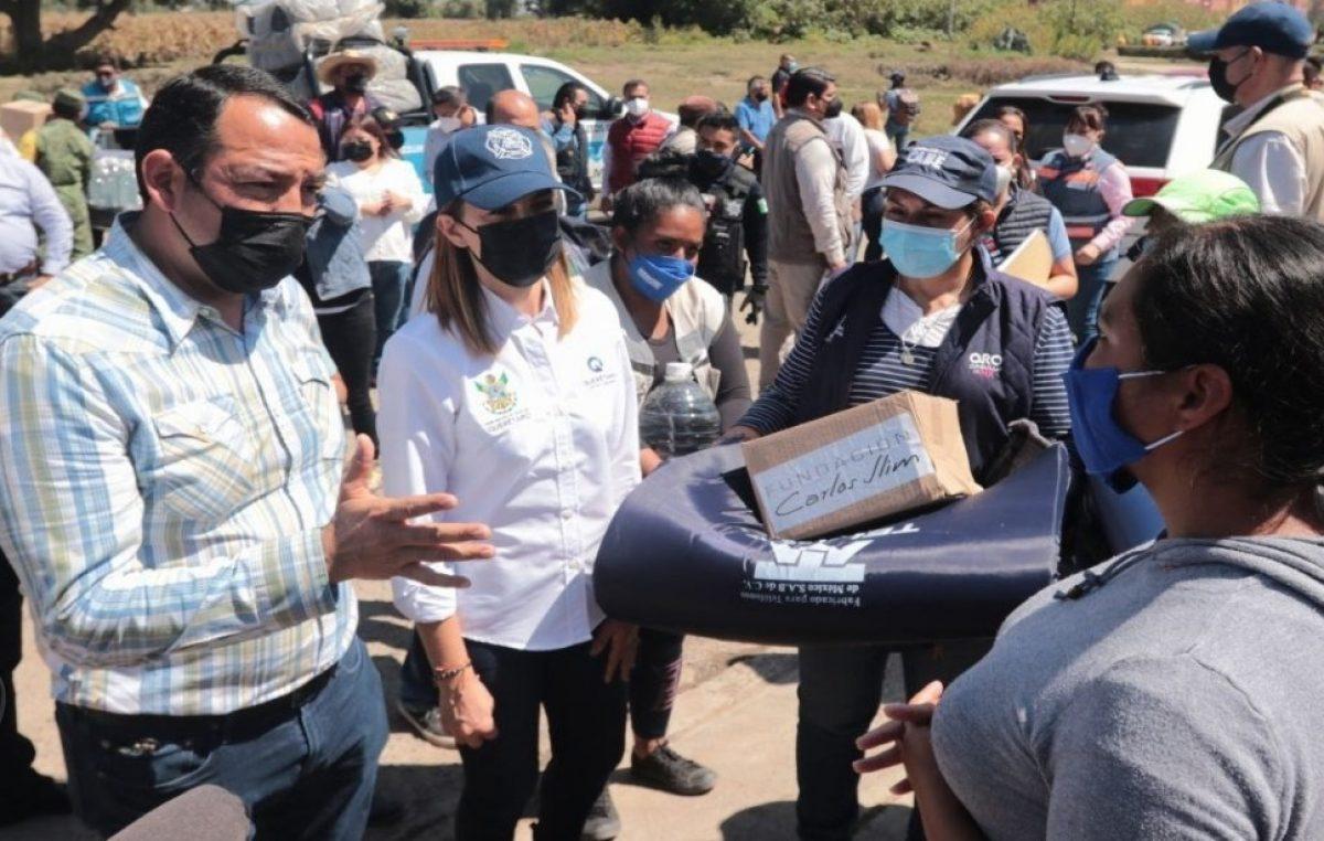 Entrega Fundación TELMEX apoyos a familias en La Rueda
