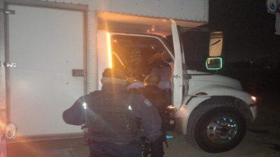 Roban camión en Pedro Escobedo y son detenidos en el municipio de SJR